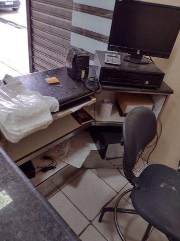 Caixa de supermercado em mármore adiciona cadeira e computador  - Foto 4