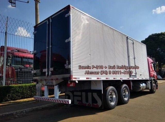 Scania P-310 bi-truck leito teto baixo, baú refrigerado com gancheiras e piso canaletado - Foto 7