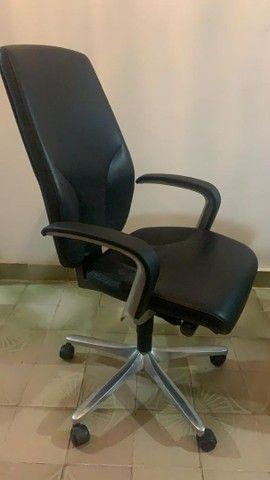 Cadeira de escritório com ou sem regulagem - Foto 3