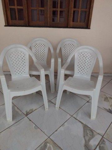 Vendo 04 cadeira de braço - Foto 2