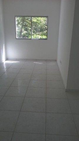 Apto  1º andar nascente - Condomínio Fechado - 2 qts (1 suíte). - Foto 4