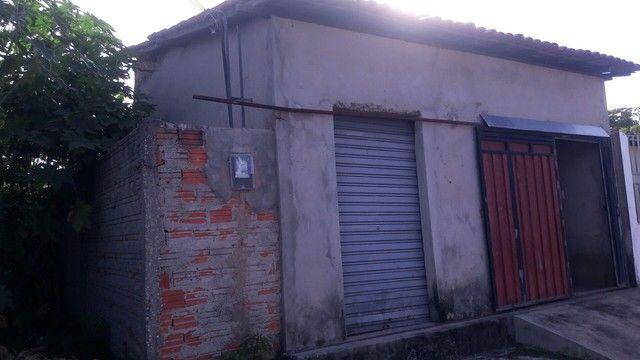 Vende-se uma casa,murada ponto comercial.