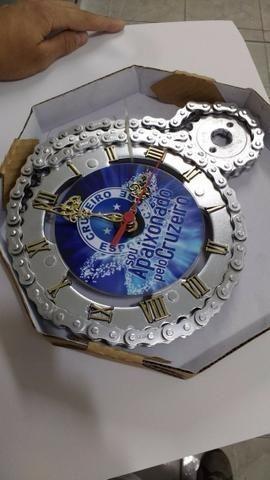 93072eb0f15 Relógio De Parede Cruzeiro Mg Feito Coroa Corrente De Moto Raposa ...