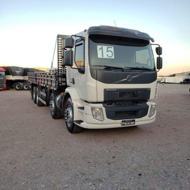Caminhão Volvo VM330 Bitruck 2015 8x2 i- Shift Carroceria Aberta Ar condicionado bitruque