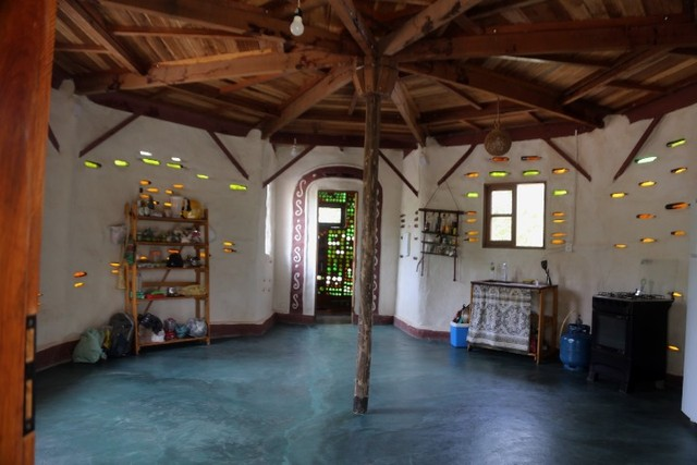 Vale do Capão Casa Artística 15 mil m2 com rio 2 quartos a menos de 1km da vila - Foto 6