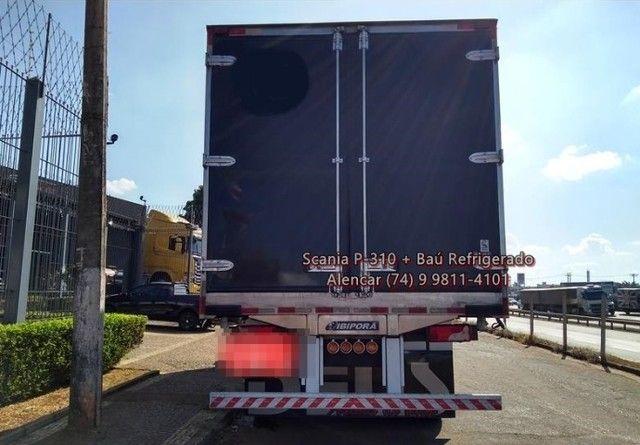 Scania P-310 bi-truck leito teto baixo, baú refrigerado com gancheiras e piso canaletado - Foto 6