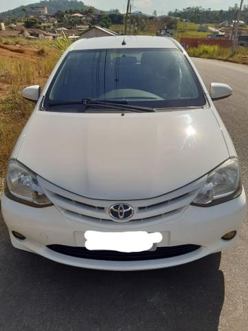 Toyota Etios hatch x 1.3 Flex 2014