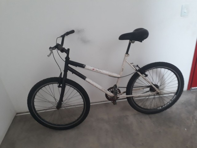Vendo bicicleta aro 26 peneus novos assento novo  aro aero muito boa só pega e anda  - Foto 5