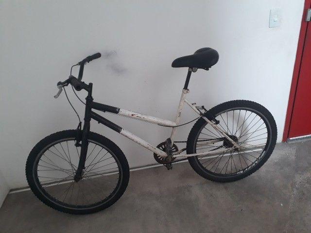 Vendo bicicleta aro 26 peneus novos assento novo  aro aero muito boa só pega e anda  - Foto 4
