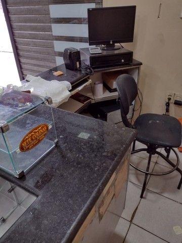 Caixa de supermercado em mármore adiciona cadeira e computador  - Foto 6