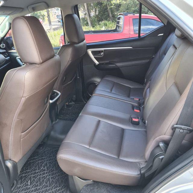 Toyota Hilux SW4 SRX 2.8 TDi [impecável] - Foto 6