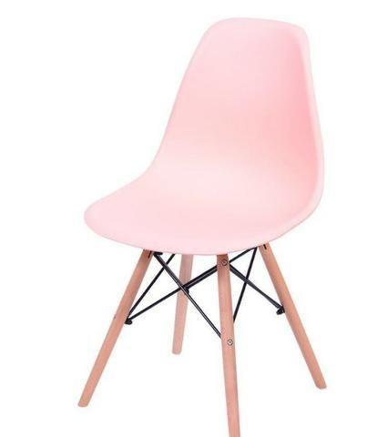 Cadeira Eiffel rosa claro