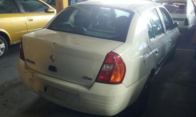 Sucata de Renault Clio Rn Sedan 1.0 16v 2001 - somente para peças