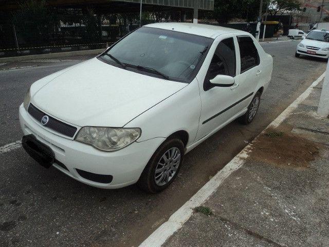 Fiat siena hlx 2006 em perfeito estado financio mesmo com nome sujo