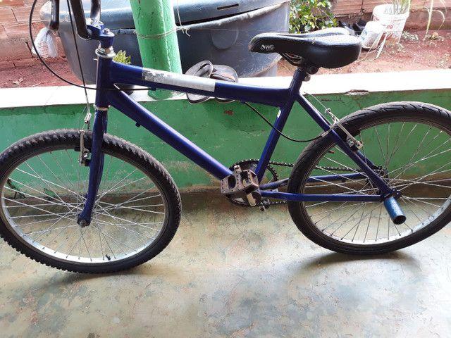 Troco  bicicleta aro 24 semi nova  - Foto 3