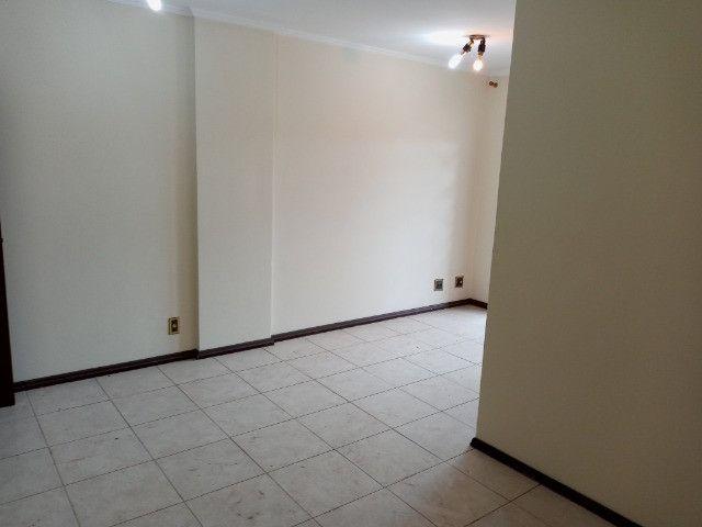 A301 - Apto com um dormitório em local nobre - Foto 2