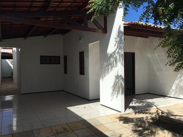 Aluga-se casa no bairro lagoa seca, ao lado da faculdade de medicina. - Foto 2