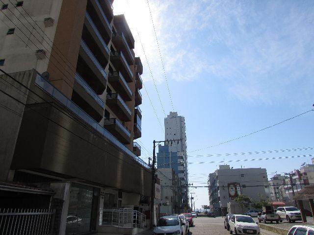 Frente para Avenida Nereu Ramos, Meia Praia-Itapema-Sc