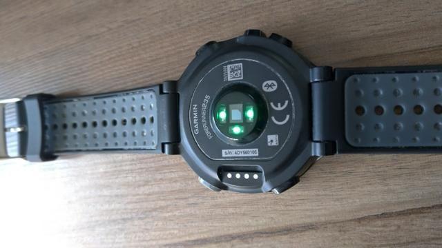 741e5d21556 Relógio Garmin Forerunner 235 com GPS e Monitor Cardíaco no Pulso e Tela  Colorida
