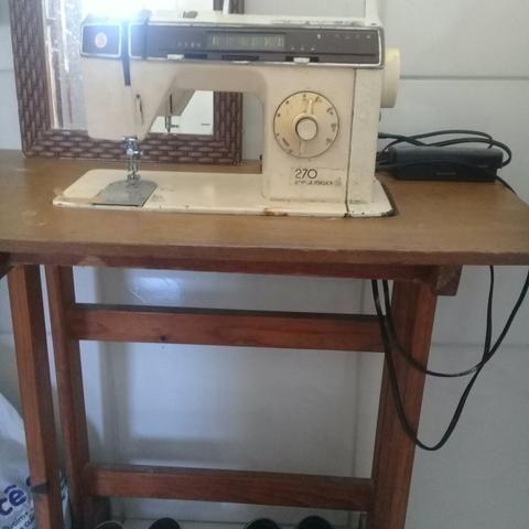 Máquina de costura boa