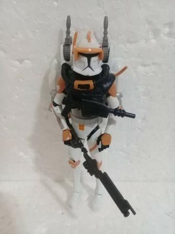 Boneco Star Wars Comandante Cody Com Jet Pack + 2 Armas