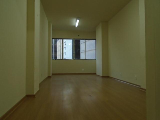 Sala - CENTRO - R$ 300,00