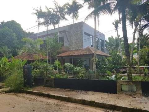 LM vende linda casa no Condomínio Casa Grande com 3 suítes e ofurô