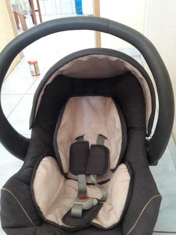 Vende-se bebê conforto semi novo.  - Foto 2