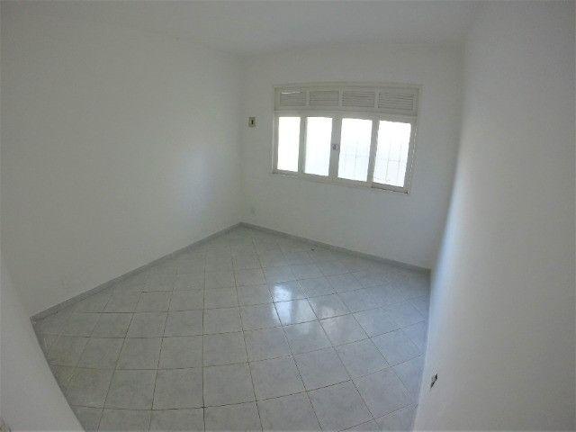 Alugo Casa Comercial em Jardim Camburi com 240m² e 4 vagas - R$ 8.000,00 - Foto 8