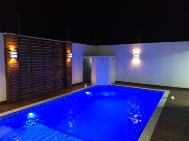 Casa com área de lazer, piscina, cascata e churrasqueira