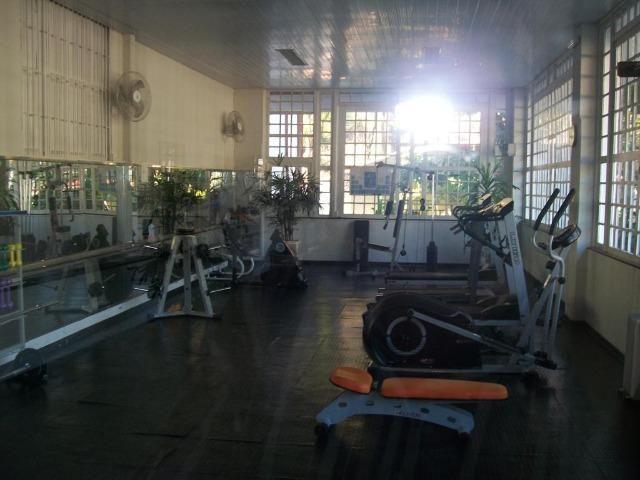 Apto em condomínio no centro das atrações turisticas - Foto 9