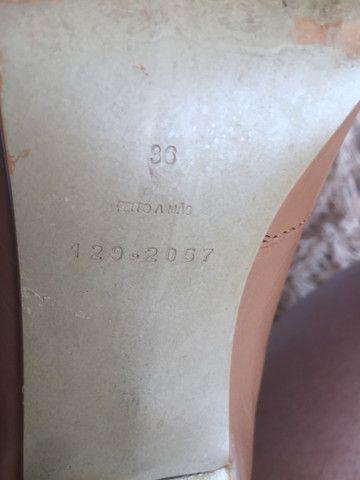 Peep toe bicolor bege e marrom Felícia tamanho 36 - Foto 6
