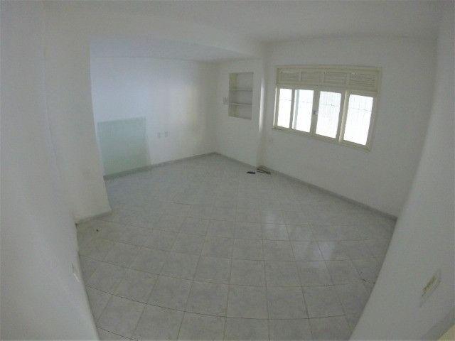 Alugo Casa Comercial em Jardim Camburi com 240m² e 4 vagas - R$ 8.000,00 - Foto 7