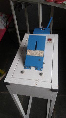 Máquina de fazer chinelo automática