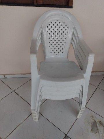 Vendo 04 cadeira de braço - Foto 4