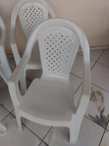 Vendo 04 cadeira de braço - Foto 3