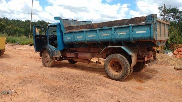 Vendo caminhão caçamba basculante 1113 turbinada - Foto 2