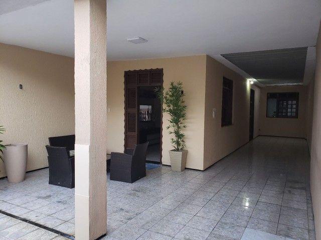 Casa com 4 suítes e garagem para 4 carros no Henrique Jorge  - Foto 2