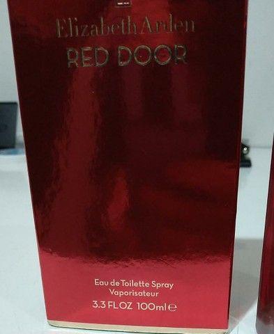 Vendo  perfume original francês  300 retirando no local tem desconto zap * - Foto 2