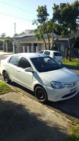 Toyota Etios sedan completo