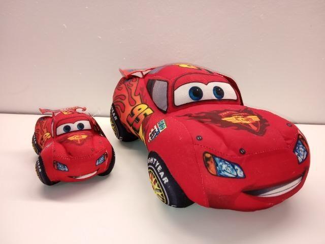 2 Almofadas Carros Disney Relampago Mcqueen Desenho Brinde