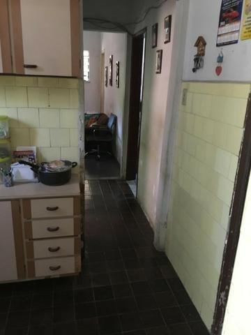 Casa independente com 2 quartos e garagem em Rocha Miranda por 299 mil!