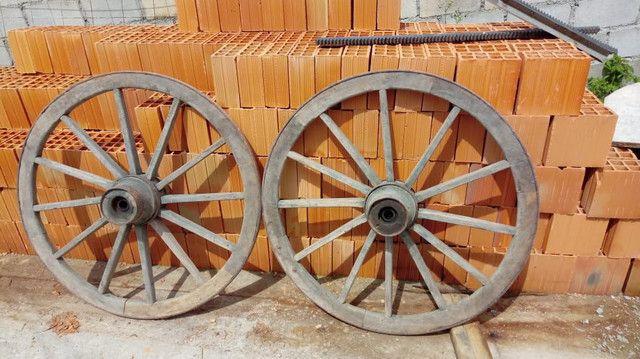 Rodas de carroça antigas com pintura original - Foto 5