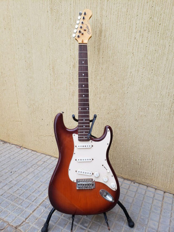 Vendo Guitarra Stratocaster Condor Rx-20s