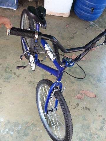 Troco  bicicleta aro 24 semi nova  - Foto 4