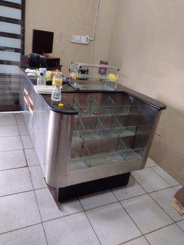 Caixa de supermercado em mármore adiciona cadeira e computador  - Foto 2