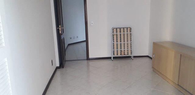 A107 - Apartamento com benfeitorias no centro turístico da cidade - Foto 2