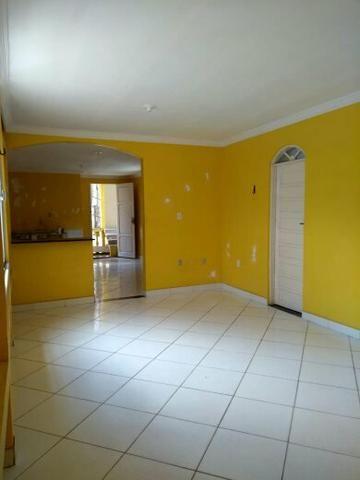 Casa bem ampla sendo dois pavimentos