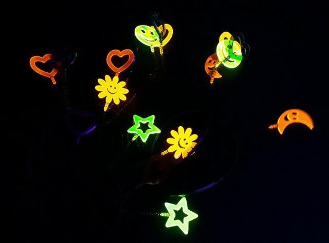 Kit 10 Tiaras Cristal Neon- Brilha Na Luz Negra -( leia a descrição ) - Foto 3