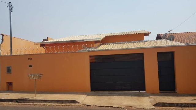 Casa com 03 quartos em Araxá